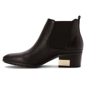 EUC {MARC FISHER} Danton Leather Chelsea Booties
